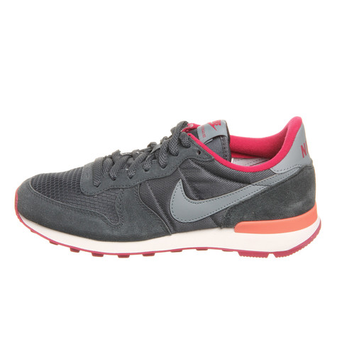 new styles 32686 815a4 ... 629684-006 Internationalist Femme Foncé Magnet Gris Fuchsia . Nike -  WMNS Internationalist ...