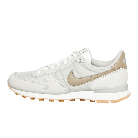 quality design 7833f 4908d Nike - WMNS Internationalist. Andere erhältliche Farben. Pale Grey / Khaki  ...