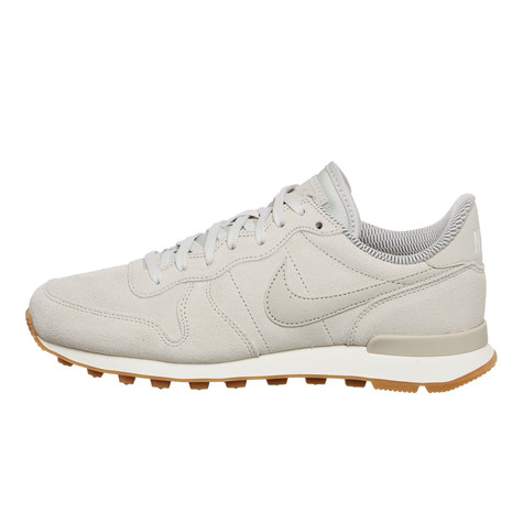 wholesale dealer 0070a 81bcb Nike. WMNS Internationalist SE (Light Bone ...